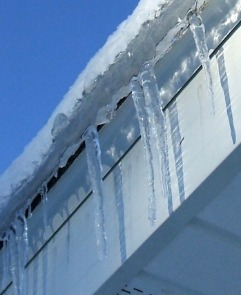 Roof Icicles 20121224a