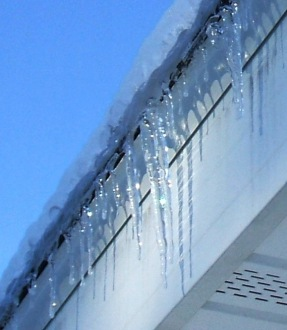 Roof Icicles 20121224d sparkle